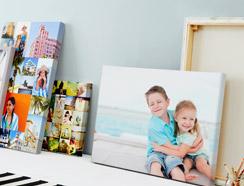 Utwórz wyjątkowo przytulną atmosferę w Twoim domu za pomocą FotoObrazów i Plakatów ze zdjęciem.